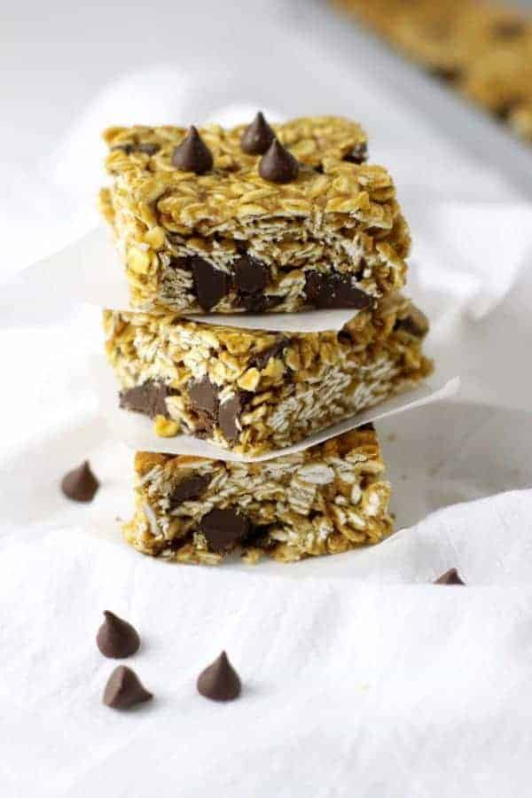 5 Ingredient Peanut Butter Granola Bars | healthy granola bar recipes | gluten free granola bar recipes | dairy free granola bar recipes | gluten free snack recipes | kid-friendly gluten free recipes | homemade granola bar recipes | easy snack recipes for kids | healthy snack recipes || The Real Food Dietitians #healthygranolabars #healthysnacks #granolabarrecipes