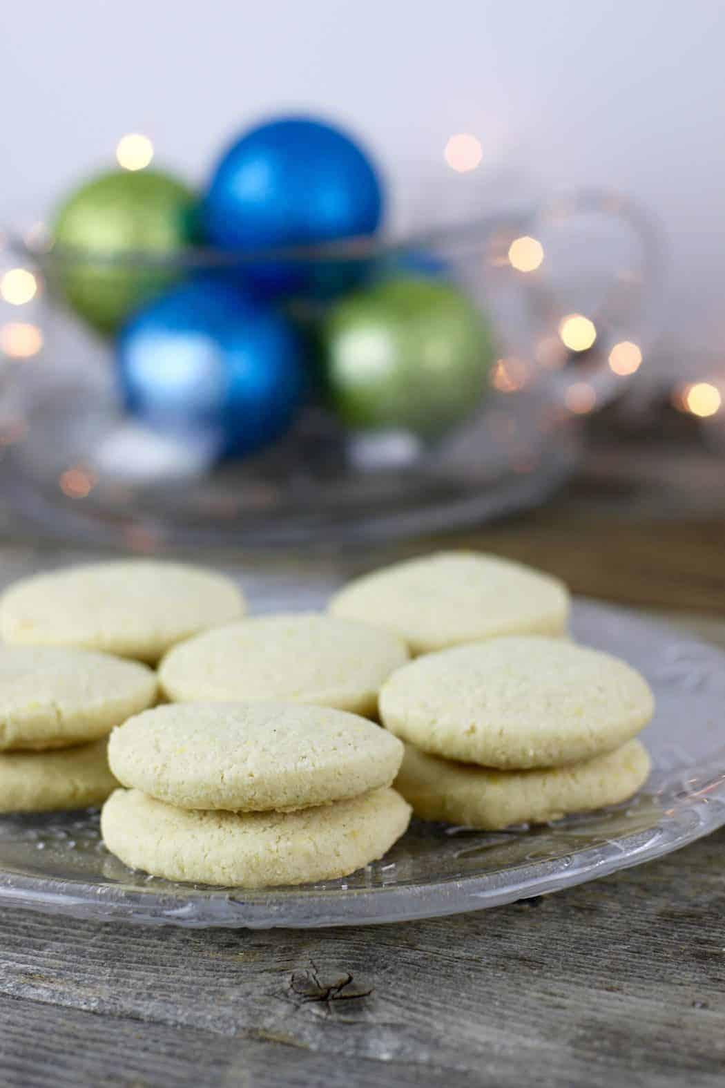 Gluten-Free Lemon-Shortbread Cookies on a glass plate