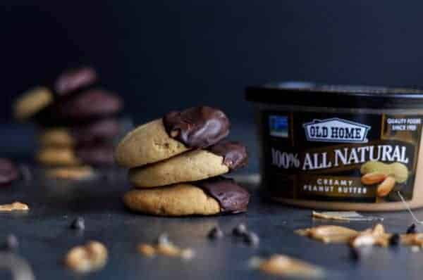 Chocolate-Dipped Peanut Butter Cookies | gluten-free cookies | egg-free cookies | dairy-free cookies | vegan cookies | healthy cookie recipes | homemade peanut butter cookies | healthy peanut butter cookies || The Real Food Dietitians #glutenfreecookies #peanutbuttercookies #healthycookies